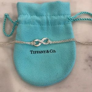 Tiffany and Co Infinity Necklace🎄💙😍